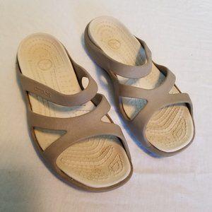 Women's Size 8 Crocs Flats Slides Sandals